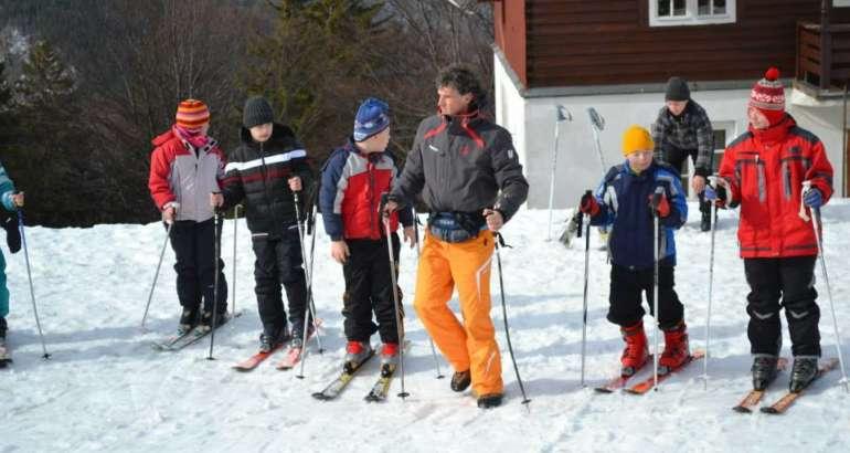 Schiul, cea mai bună soluţie pentru copii de a face exerciţiu fizic în natură şi aer liber